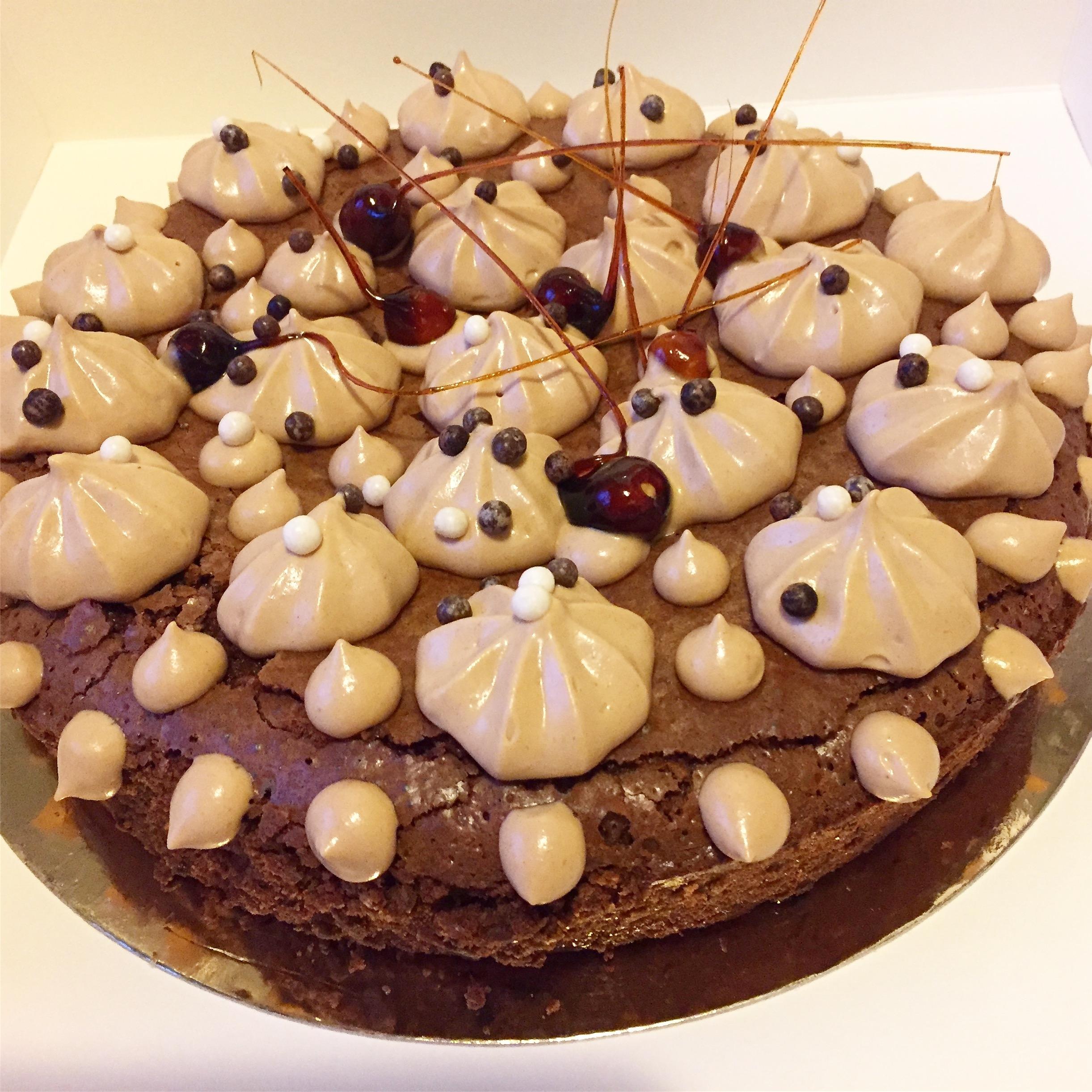 Brownies aux noix, crème chantilly au praliné