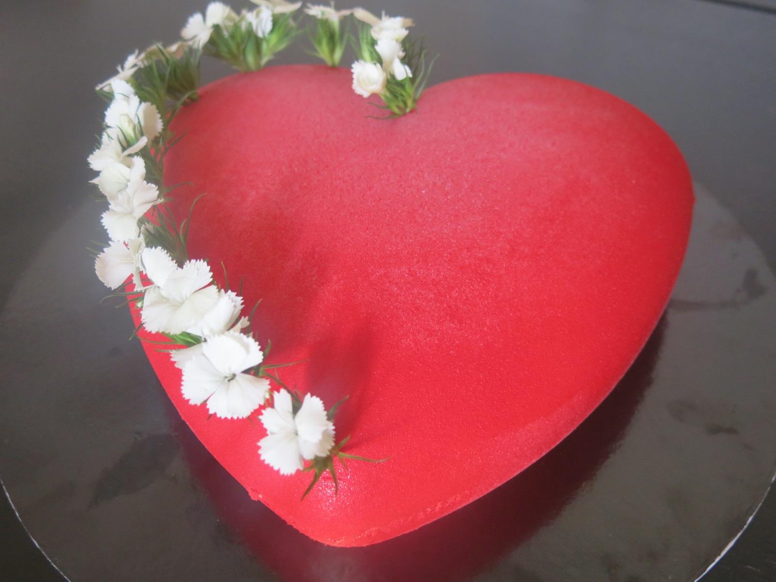 Entremet fraise-vanille-estragon avec le moule en coeur Silikomart !