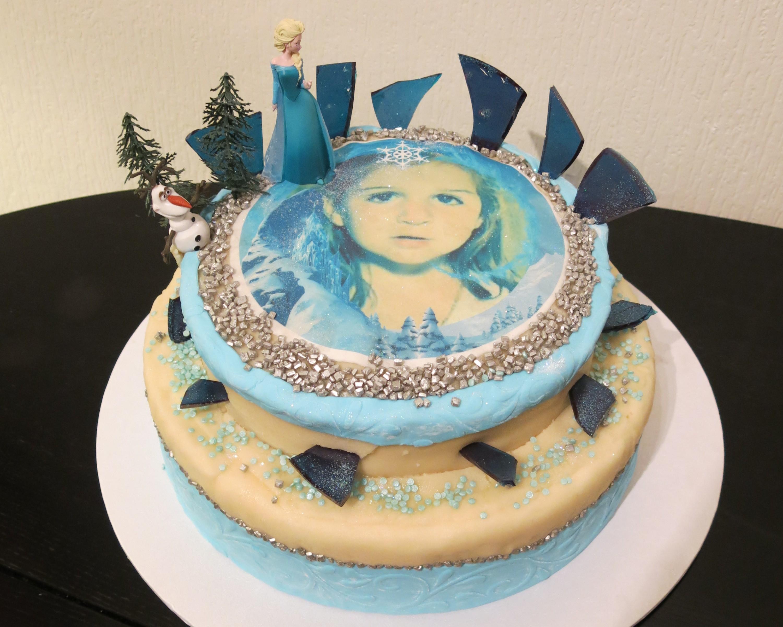 Gâteau 3D Reine des Neiges avec cristaux de glace en sucre cuit