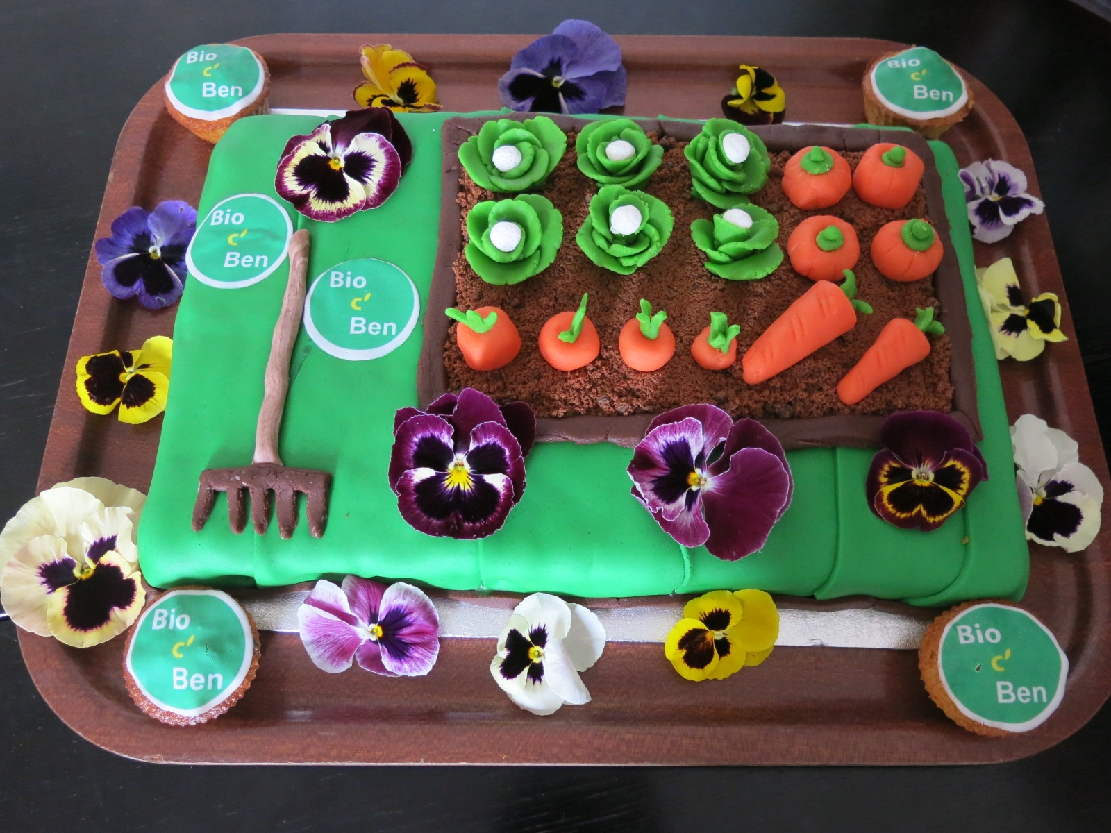 Gâteau « Potager », carrot cake et pâte d'amande pour la déco !