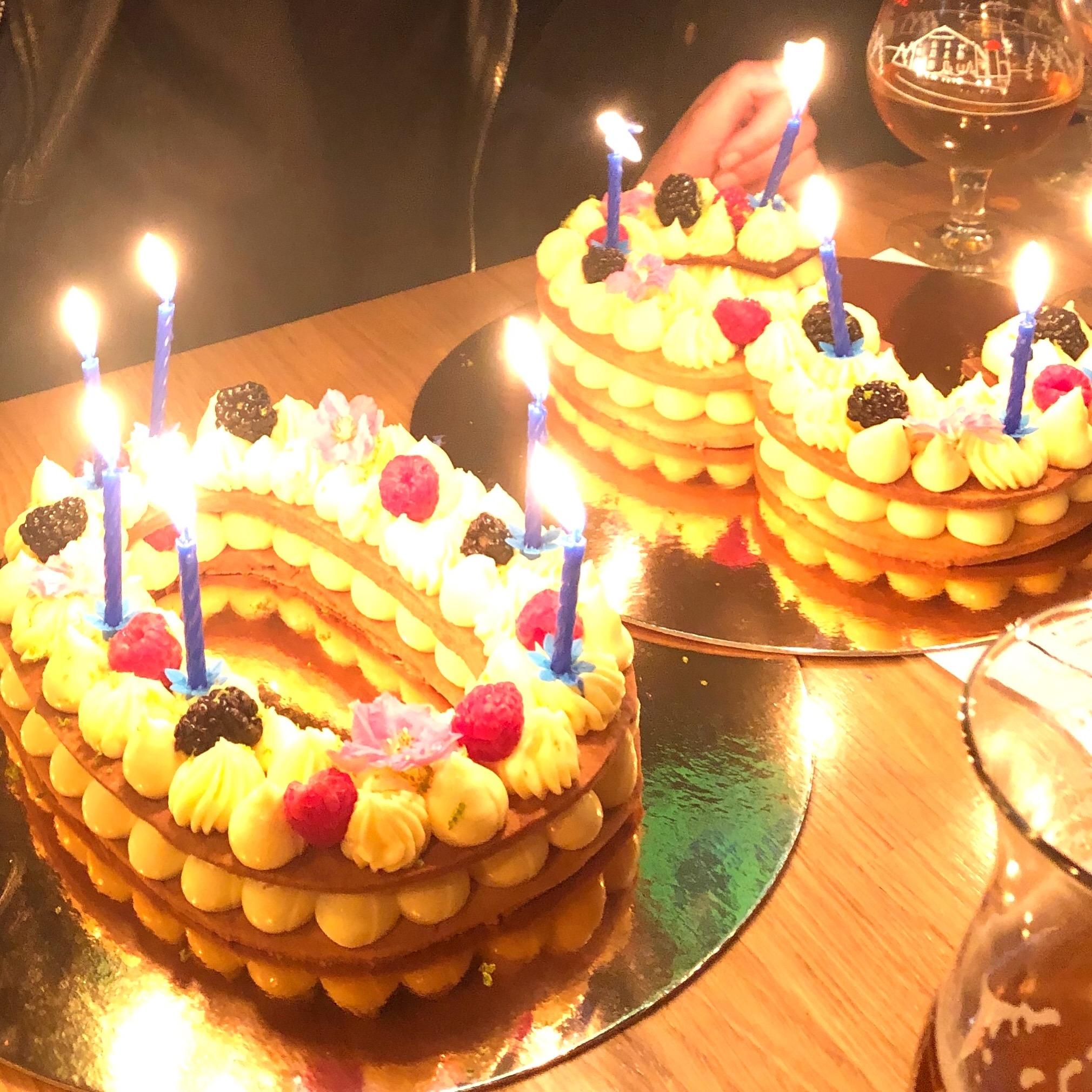 Number cake : Sablé, crème à la vanille et fruits rouges