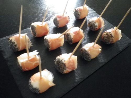 Oeuf de caille roulé au jambon de Bayonne, graines de pavot