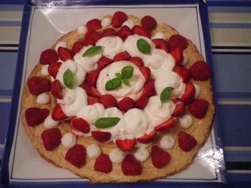 Pavlova à la glace à la fraise (faite sans sorbetière)