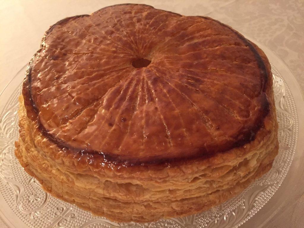 Galette de rois à la crème d'amande « cardamome-noisette » accompagné d'un cidre Val de Rance