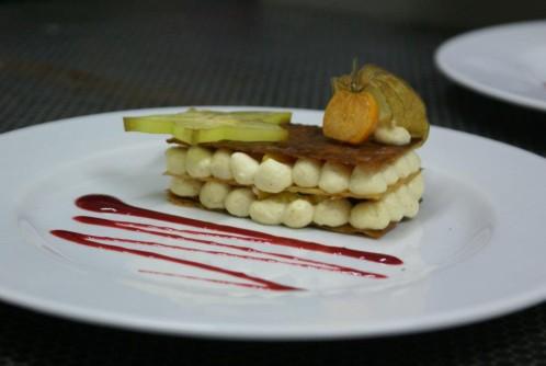 Mille-feuille sabayon à la vanille et au rhum, fruits exotiques