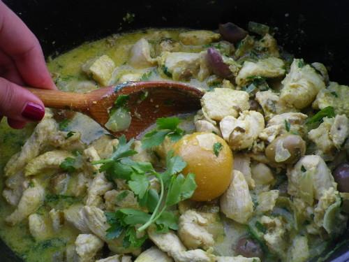 Tajine de poulet épicé aux olives et citrons confits