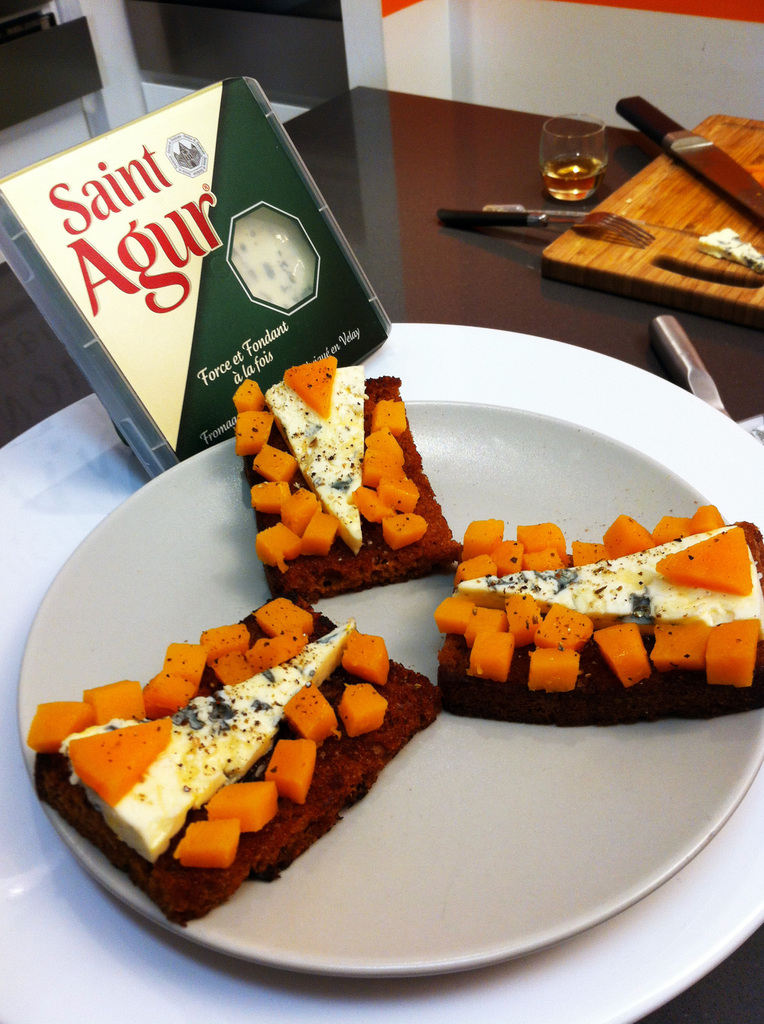 Toasts de pain d'épices, Saint-Agur et potimarron